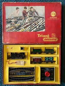 00/H0 GAUGE TRIANG R3E TRAIN SET with JINTY 47606 - TIDY VINTAGE SET