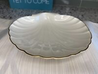 LENOX IVORY  SHELL SHAPED  CANDY JEWELRY DISH  w / 24K  GOLD TRIM