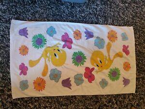 Vintage 2002 Floral Tweety Bird Bath Towel flowers 38 x 23 looney tunes