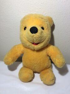 1997 Mattel WINNIE THE POOH Plush Stuffed Animal Hugging Hands