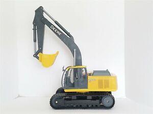 Ertl John Deere 200D LC Excavator Construction Rubber Tracks Light & Sound