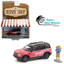 Greenlight 1:64 Hobby Shop 2021 Ford Bronco Sport Badlands (Pink) w/ Backpacker
