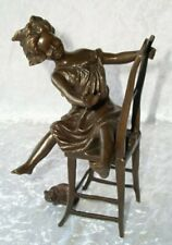 Bronzefigur, Bronze Skultur, Kind mit Katze unterm Stuhl, Bronze sign. Iffland