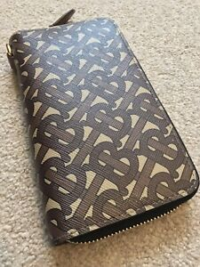 Authentic Burberry TB Logo Phone Zip Wallet Retails for £360