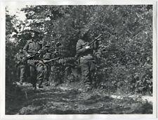 WWII foto Bois de Bavent operación Overlord Sten Gun Lee-Enfield patrulla 1944