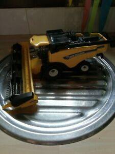 COLLECTABLE BRITAINS NEW HOLLAND CX6090 COMBINE HARVESTER LARGE DIECAST MODEL