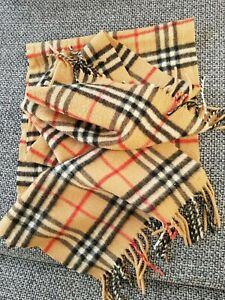 Très jolie et classique écharpe cachemire BURBERRY 100% authentique