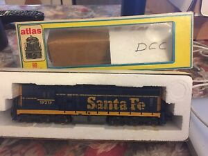 HO Scale Atlas Santa Fe SD24 Diesel Locomotive # 979 DCC