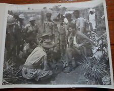 WWII PHOTO - GROUP OF KACHIN SOLDIERS w/ LT HAZELWOOD INTERPRETER BURMA 1944 CBI