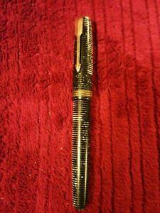 Vintage Parker 'Vacumatic' Fountain Pen. 14k Gold Nib. Untested