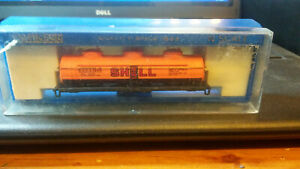 BACHMANN,N SCALE 3 DOME TANK CAR,SHELL.BODY ONLY WITH CASE.FREE SHIPPING