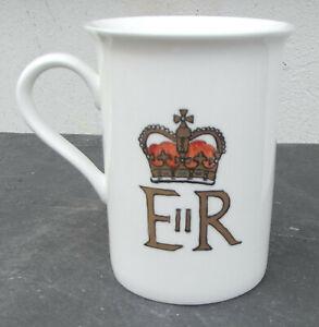 Queen Elizabeth Teebecher - E II R - Knochenporzellan - Handmalerei mit Gold