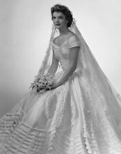 Jacqueline Kennedy Onassis UNSIGNED photo - D453 - BEAUTIFUL!!!!