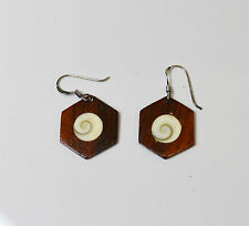 Boucles d'oreilles bois incrustées Oeil de Sainte Lucie , commerce équitable