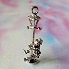 VINTAGE SILVER MOVING DRUNK ON LAMPPOST CHARM