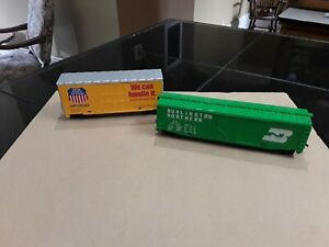 H O Scale Rolling Stock. 2 Boxcars. Burlington Northern. Union Pacific. Trains