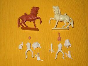 STARLUX Empire plastique : 2 cavaliers neufs et complets a monter et peindre .