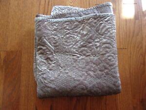 New Martha Stewart Velvet Champagne Plush Quilted Throw Blanket 50x60