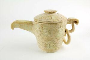 Ziergefäß mit Deckel, 20. Jh., im Stil der Zhou Dynastie, Speckstein geschnitzt,