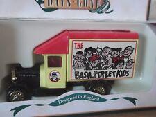 Lledo DG52030, Morris Parcels Van, The Bash Street Kids, The Beano