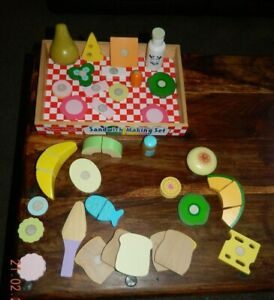 MELISSA AND DOUG - SANDWICH MAKING SET WITH VARIOUS FOODS AND ACCESSORIES