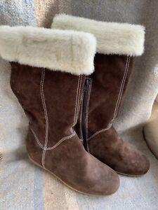 Clarks Ladies Winter Fur Trim Boots Size 6 Unworn