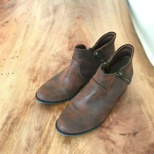 American Rag Cie Women's Almond Toe Boots Stylish Ankle Booties Abby Size 8.5 M