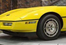 1 Corvette 1980 CHEVROLET BUILT 25 COCHE 24 Carousel AMARILLO 12 modelo 18 PROMO