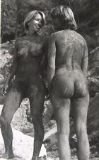 Tolles Privat Foto - FKK - 2 nackte Frauen schlammbedeckt - Nu Nude - ca 1980