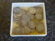 39 principalement Victoria + George V & V1 GB Argent Trois Pences pièces bon état