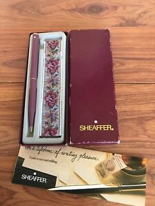 VINTAGE SHEAFFER LADIES 1987  LAVENDER BALLPOINT PEN WITH HOLDER AND BOX