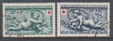 Timbres avec 9 timbres, sur croix-rouge