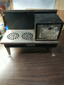Vintage 1930s Empire Metal Ware Corp (EMPCO) - Electric Stove TOY