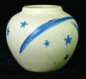 "WELLER MARKED 3 5/8"" GEODE IVORY BLUE STARS & COMETS VASE CIRCA 1934  VIBRANT"