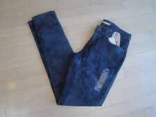 Levis 711 Skinny Mid Rise Juniors Jeans Size: W: 25 L:32 $54.50 (188810056)