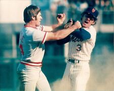 PETE ROSE AND BUD HARRELSON FIST FIGHT AT 2ND BASE DURING GAME AT SHEA STADIUM