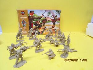 AIRFIX WWII Japanese INFANTRY 1/32 Scale (9 Figures) Pattern #1768 23 pieces