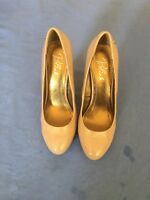 Blink Ladies Nude Patent Leather Heels Size 7/40 (56C)