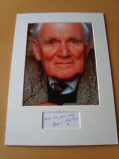 Desmond Llewelyn Genuine Autograph - UACC / AFTAL.