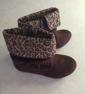 """SODA """"Hally"""" Toddler Girl's Brown Suede Boots~~Size 7"""