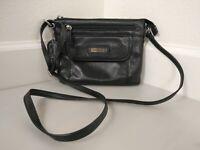 Croft & Barrow Black Leather Cross Body Shoulder Bag Purse Zipper Front Flap