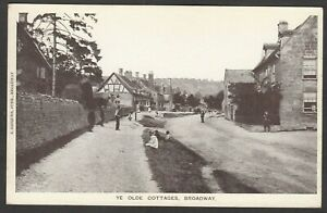 Postcard Broadway nr Evesham Worcestershire early view Ye Olde Cottages