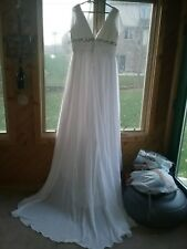 Beautiful chiffon wedding dress new, never worn with tags size 22