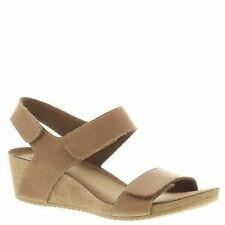 Clarks Women's Strappy Sandals and Beach Shoes
