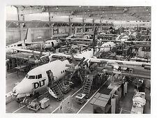 PHOTO DE PRESSE Avion Compagnie DLT Garage Construction Constructeur  Vers 1980