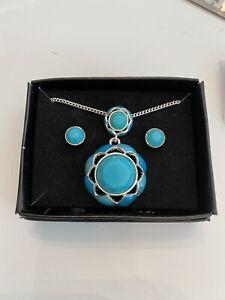 Vintage Avon Necklace Set Turquoise Color Pendant Earrings Pierced NOS