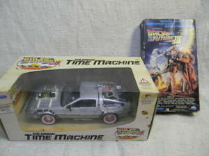 1/24 SCALE WELLY 1985 BACK TO THE FUTURE THREE DELOREAN DIECAST CAR W/VHS TAPE