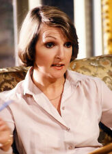Penelope Keith 10 x 8 UNSIGNED photo - P1157 - No Job For A Lady & Next of Kin