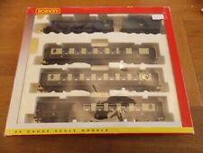 HORNBY R2365M QUEEN OF SCOTS TRAIN PACK c/w LNER A3 CLASS LOCO + 3 PULLMANS