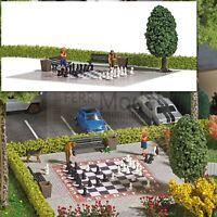 BUSCH 7839 - Scacchiera da giardino con accessori e personaggi. Scala H0